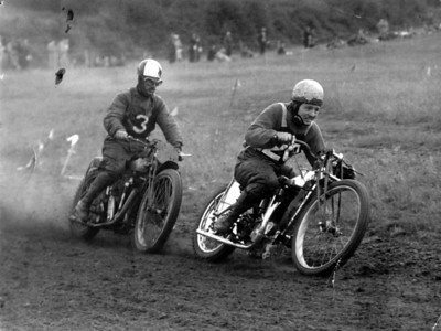Bingley Cree leading, 1939 on  500ccc Rudge, match race with Jack Leonard (trailing) at Corfe Mullen