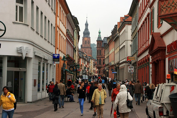 We began our day in Heidelberg strolling the Fußgängerzone (pedestrian zone) of Altstadt (Old City).