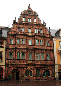 The Hotel Zum Ritter St. Georg was built in 1592 for the cloth dealer Carolus Belier and his wife Francina.