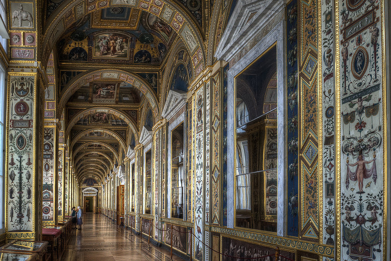 Easily mistaken for a photo of the Vatican Library ... and in fact, many locations in the Hermitage reminded me a great deal of the Vatican. Curious.
