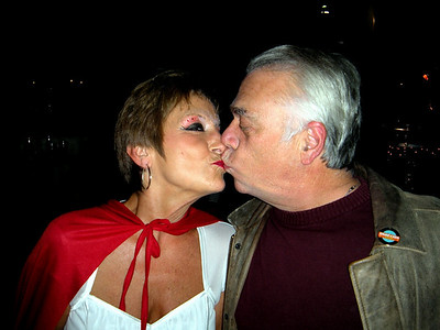 Deb kisses Barry...or Barry kisses Deb...whatever.  But Deb is peeking!  What's with that?