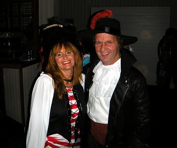 Milon and his plunder, Jeanne...  Good plunder, Milon!