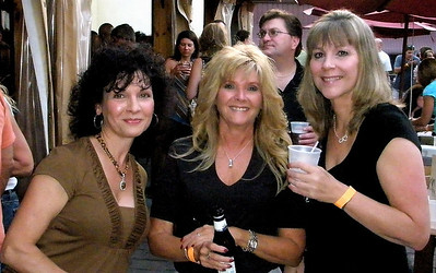 Tell me these three aren't trouble makers!  Donna, Eleanor, and Kathy!