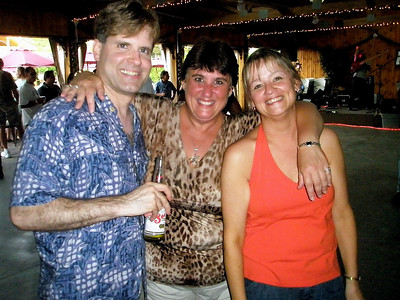 Jim Loftus, singer extraordinaire...Cathy and Brenda just extraordinaire!