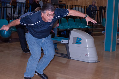 Rick in his bird of prey bowling stance.