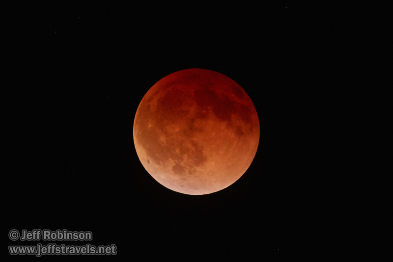 The moon in total eclipse (4/15/2014)<br /> EF400mm f/5.6L USM +2x III @ 800mm f11 1/4s ISO12800