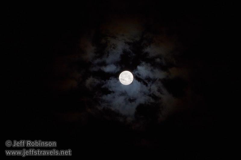 A super moon (9/27/2015, my back yard)<br /> TAMRON SP 150-600mm F/5-6.3 Di VC USD A011 @ 200mm f8 1/40s ISO100