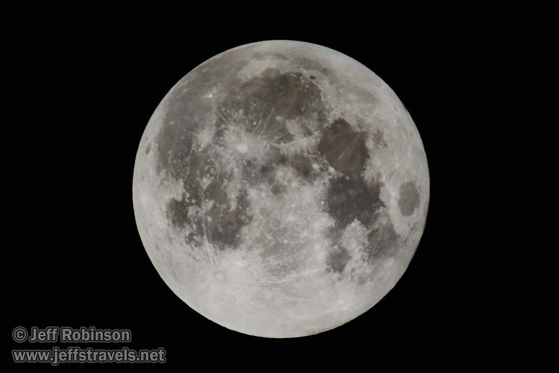 A super moon (9/27/2015, my back yard)<br /> EF400mm f/5.6L USM +2x III @ 800mm f11 1/60s ISO100