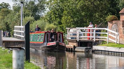 Through the Swingbridge - Kennet and Avon Canal Newbury