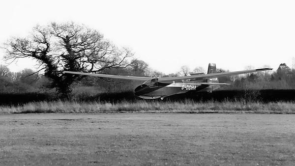 Shalbourne Glider Landing G-DDHA