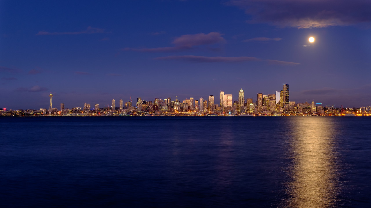 Moonrise over the city | Seattle, WA | January 2018