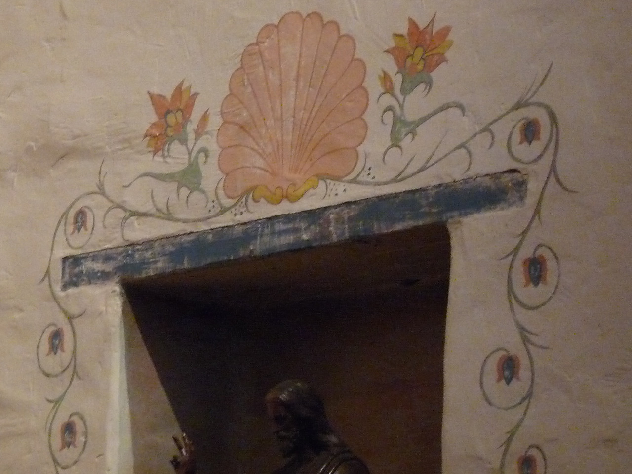 painting around an idol alcove