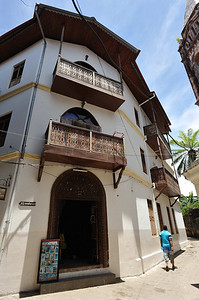 Our guide indicated that this was a typical example of Indian Architecture in Stone Town, Zanzibar The curved arches, however, are more typical of Arabic Architecture.