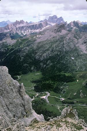 Hiking up the Dolomites to the Rifugio Lagazuoi