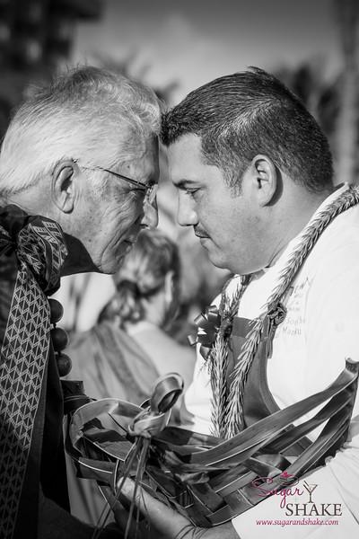Kā'anapali Fresh 2014. Chef Ikaika Manaku (The Westin Maui) accepts his gift during the 'Aha'āina O Kā'anapali ceremonial exchange. © 2014 Sugar + Shake