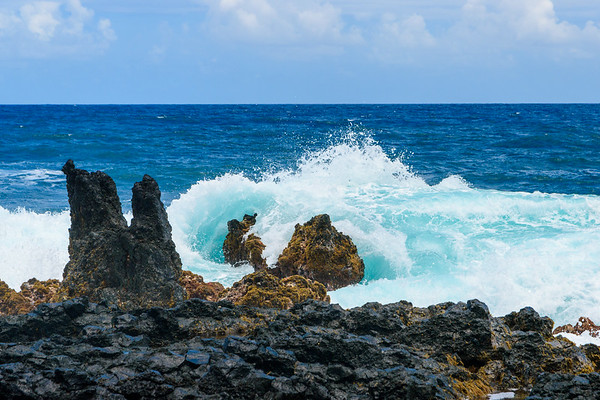 Maui-RoadtoHana-KeanaeLookout-LavaRocks-CrashingWaves-Best
