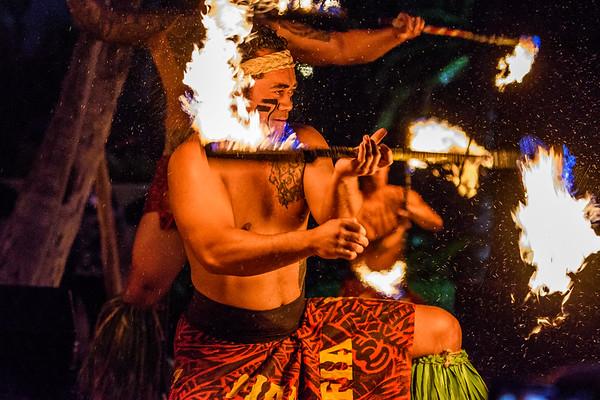 Oahu-FiaFiaLuau-FireDancing11