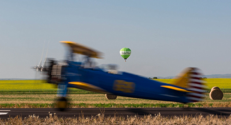 """Airborn <br /> <br />  Well the hot air balloon is anyway, and the Stearman will be shortly.<br /> <br /> <br /> <a href=""""http://ve6ab.blogspot.ca/2012/07/fly-in-breakfast.html"""">http://ve6ab.blogspot.ca/2012/07/fly-in-breakfast.html</a>"""