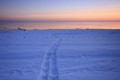 "SNOWSHOEING 5463  ""Sunset snowshoe trail"""
