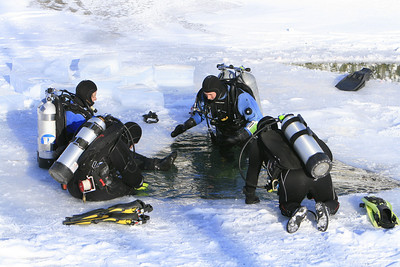 TWO  TEAMS  ICE  DIVING  AT  MORRISON'S  QUARRY