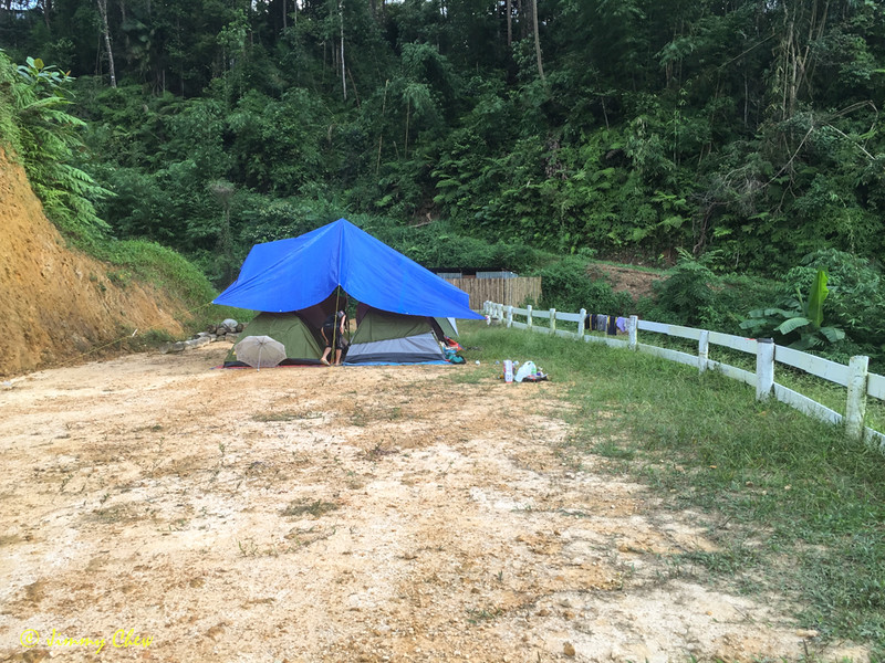 The open land campsite extends till here. The far end is the washroom (partitioned). This is perfect spot for families and children who want nearest access to the washroom.