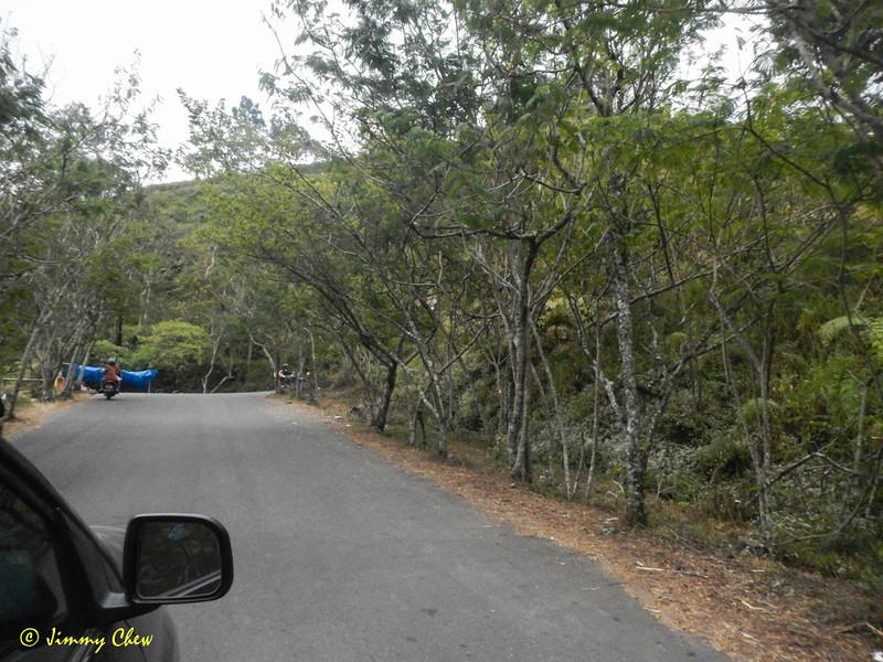 Uphill towards Sembalun.