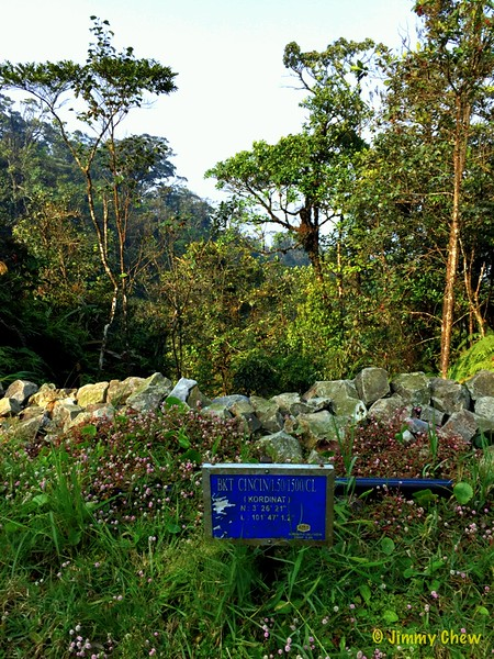 "Coordinates signpost for Bukit Cincin.<br /> <br /> See here for complete photos: <a href=""https://www.facebook.com/media/set/?set=a.10153619052523529.1073742030.645243528&type=1&l=979ae55f91"">https://www.facebook.com/media/set/?set=a.10153619052523529.1073742030.645243528&type=1&l=979ae55f91</a>"