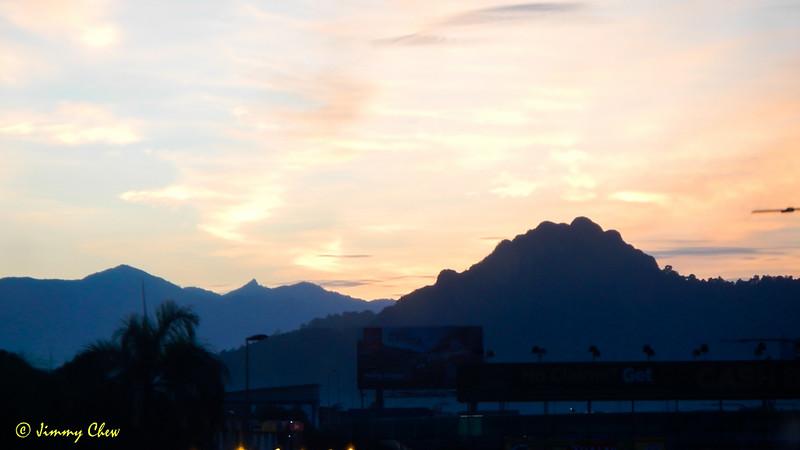 See Gunung Nuang juxtaposed with Tabur West Ridge.