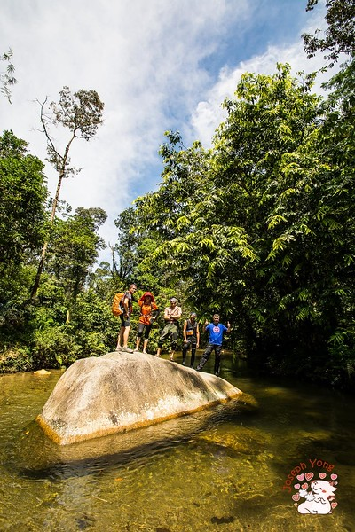Boulder at 1st river crossing. An iconic rock for photoshoot.<br /> <br /> Photo credit: Joseph Yong