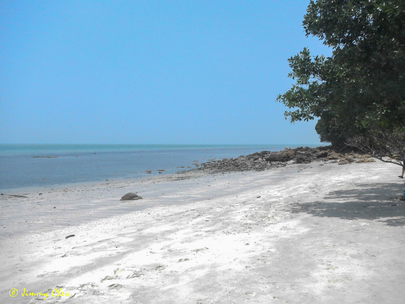 "The ""treasure hunters"" beach."