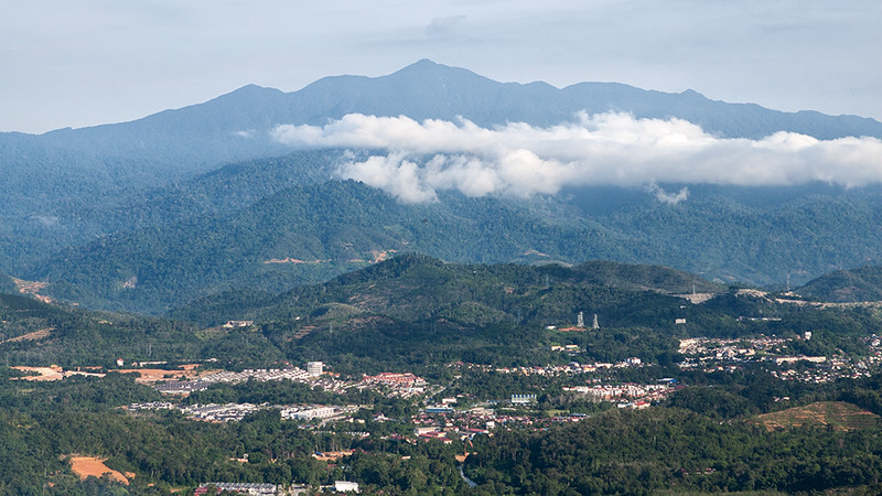 Gunung Rajah standing tall guarding the town of Bentong. Apparently, this is the best spot to capture majestic Mount Rajah.