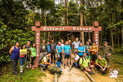 Group photo before the hike up Kanching Waterfalls and to Bukit Unyang.  Photo credit: Joseph Yong