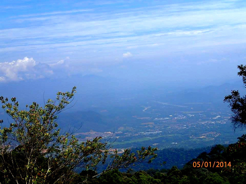 Kuala Kangsar town as viewed from Bukit Arang Para. Meru Range is just beyond the town.<br /> <br /> Photo credit: Basman