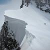 Igor au Col de la Petite Aiguille des Glaciers.<br /> La mer de nuages arrive et ne nous quittera plus...