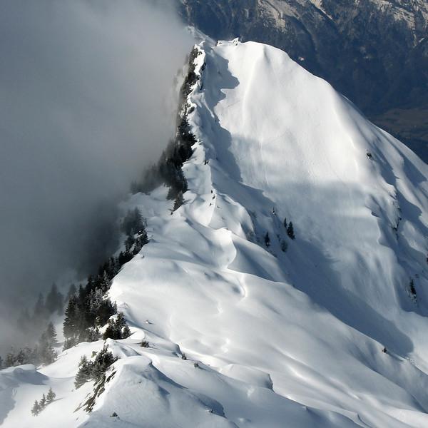 Nuage de pente sur la Roche Pourrie à Queige. <br /> Secteur sauvage entre Beaufortain et bassin d'Albertville.