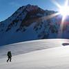 16 juin : Lever de soleil sur le massif de Péclet.<br /> C'est parti pour une belle bambée à Valtho qui croule encore sous la neige.