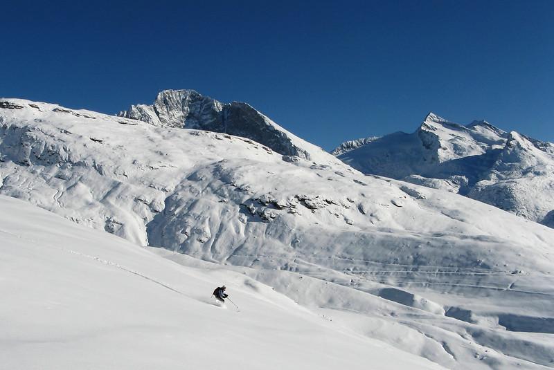 Début novembre en Haute-Maurienne : les pentes sud de l'Ouille Allégra tout poudre, la saison s'annonce plutôt bien.