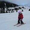 Peu de neige, mais bien suffisant pour rigoler avec les loupiots !<br /> L'équipe de ski compte une nouvelle recrue qui n'a pas froid aux yeux.