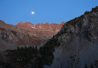 We made a mistake and turned onto the Pearl Road about 3 miles into the hike. Fortunately it was a short-lived delay, but it did provide an opportunity to see the moon over the other side of Pearl Pass.