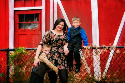 Family and Children Christmas Photographer serving Syracuse NY, Liverpool NY, Baldwinsville NY, Central NY, CNY and Upstate NY by Mariana Roberts Photography. Family Holiday photographer in Baldwinsville NY. Christmas family and children photography in Syracuse by by Mariana Roberts Photography.