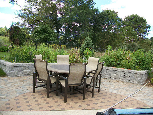 Outdoor Kitchens and Dining Areas