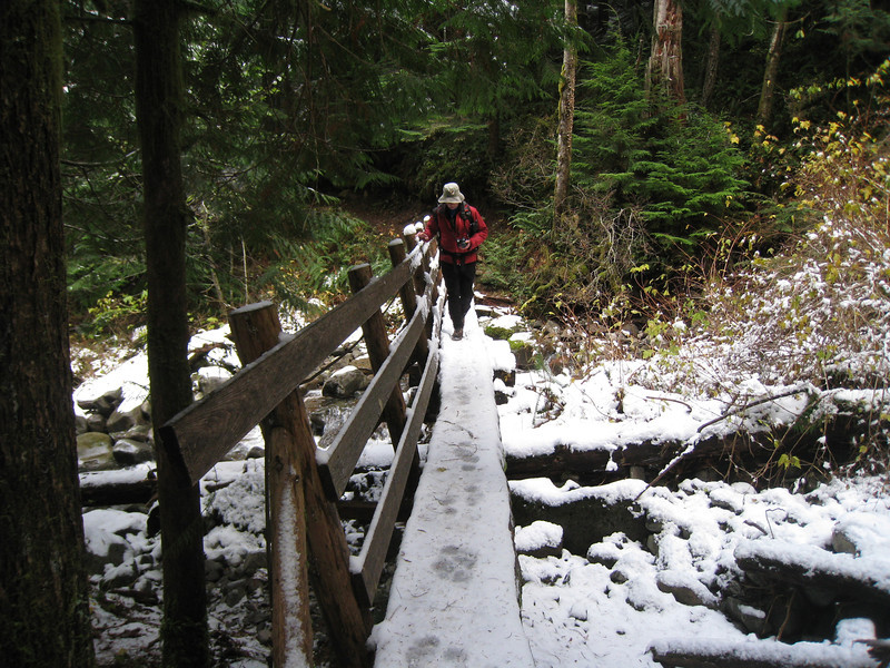 By the time we reached Third Bridge snow cover was complete. <FONT SIZE=1>© Chiyoko Meacham</FONT>
