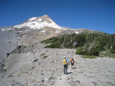Heading up Gnarl Ridge © Chiyoko Meacham
