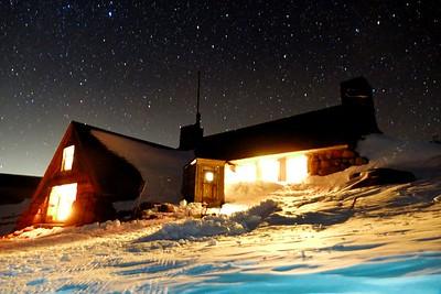 Night Hike to the Silcox Hut - 2017/12/07