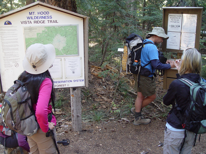 Vista Ridge Trailhead <FONT SIZE=1>© Eric Smith</FONT>
