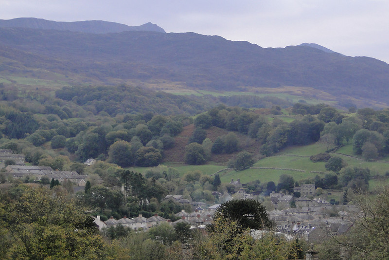 Dolgellau with Cader Idris & the Penygadair Peak in the background.