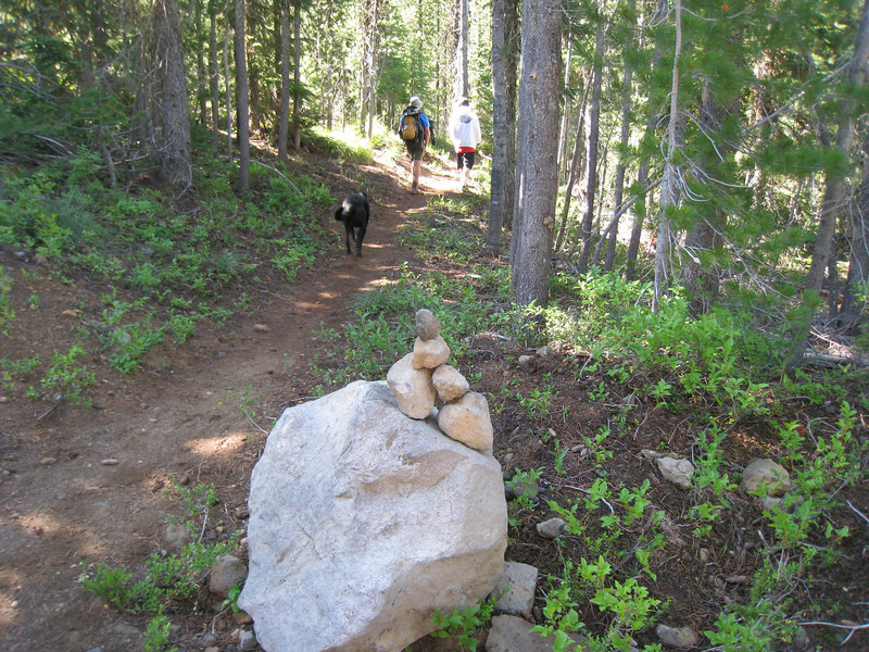Setting out on the trail. <FONT SIZE=1>© Chiyoko Meacham</FONT>