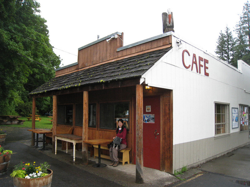 First stop was breakfast at the 4 table cafe in Trout Lake. <FONT SIZE=1>© Chiyoko Meacham</FONT>