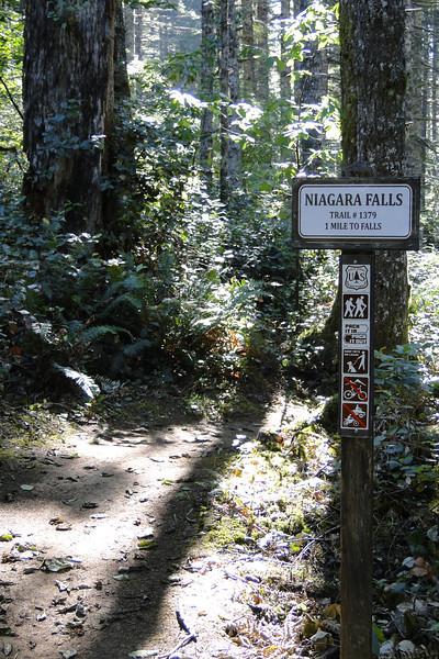 Niagra Falls Trailhead.