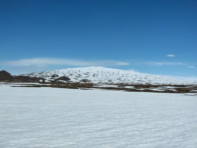 12:05 Á leið inn sleðaveg, Skjaldbreiður framundan.